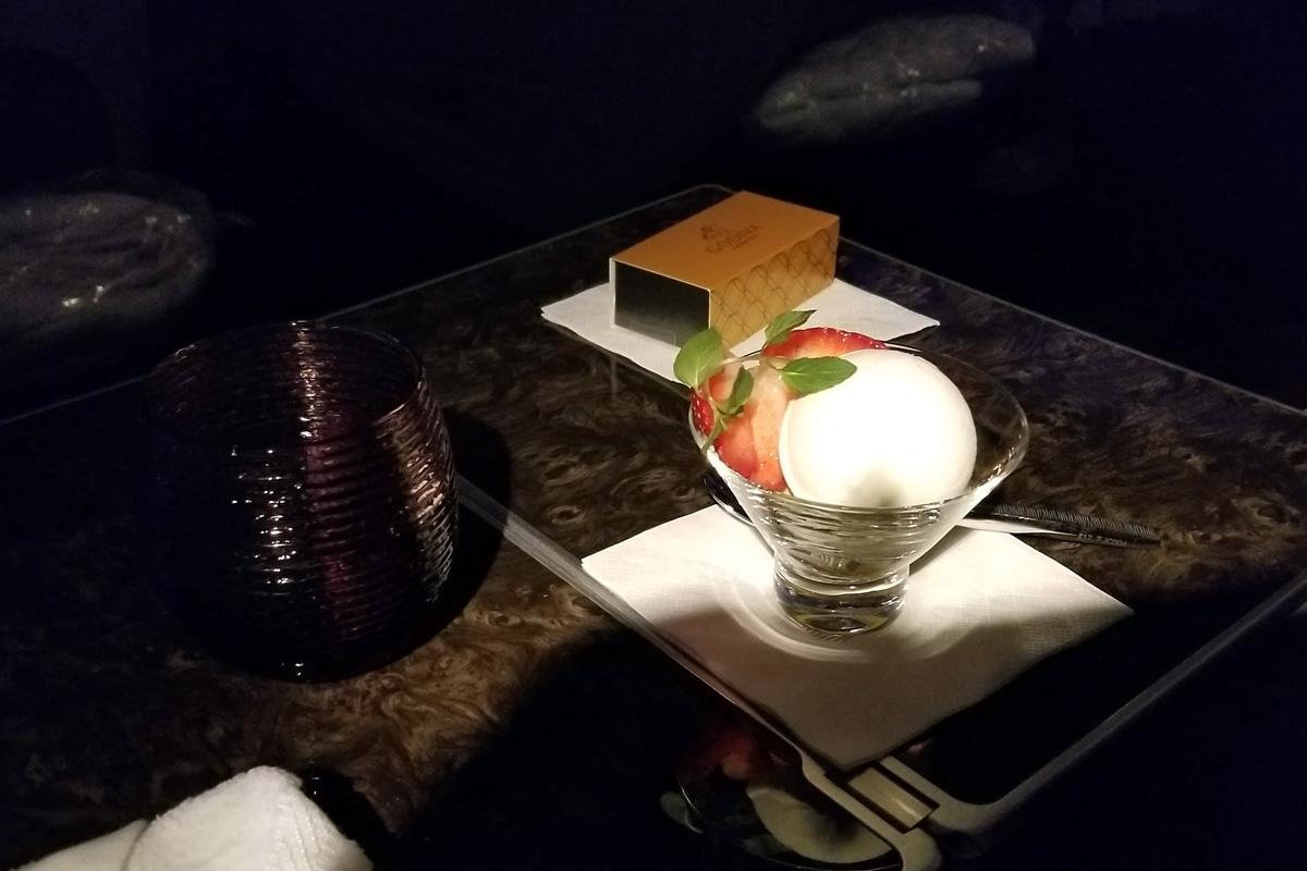 カタール航空ビジネスクラスの機内食 アイスクリーム(成田 - ドーハ QR807)