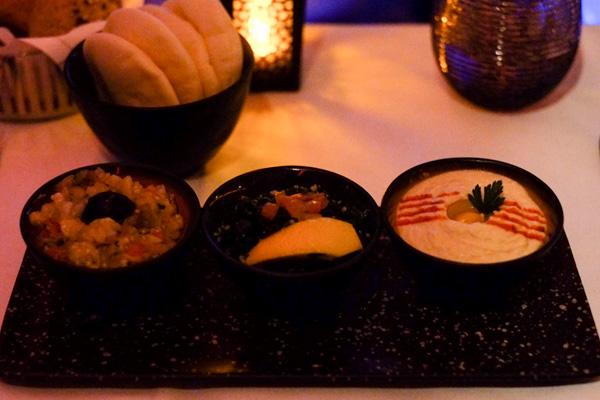 カタール航空ビジネスクラスの機内食 夜 前菜 フムス(成田 - ドーハ QR807)