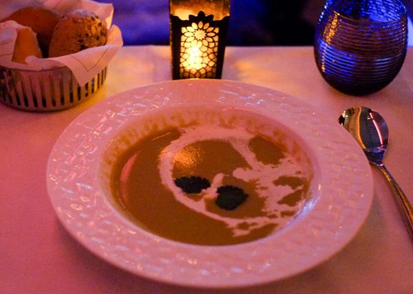 カタール航空ビジネスクラスの機内食 夜 スープ(成田 - ドーハ QR807)