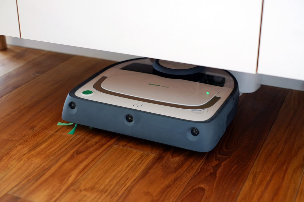 コーボルト の ロボット掃除機 VR200 のホームは家具の下でもOK