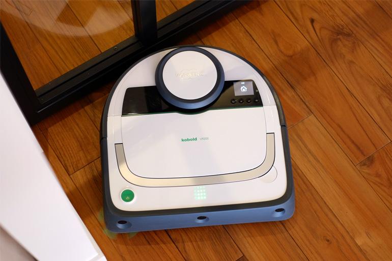 コーボルト の ロボット掃除機 VR200 は本体に液晶画面があってわかりやすい