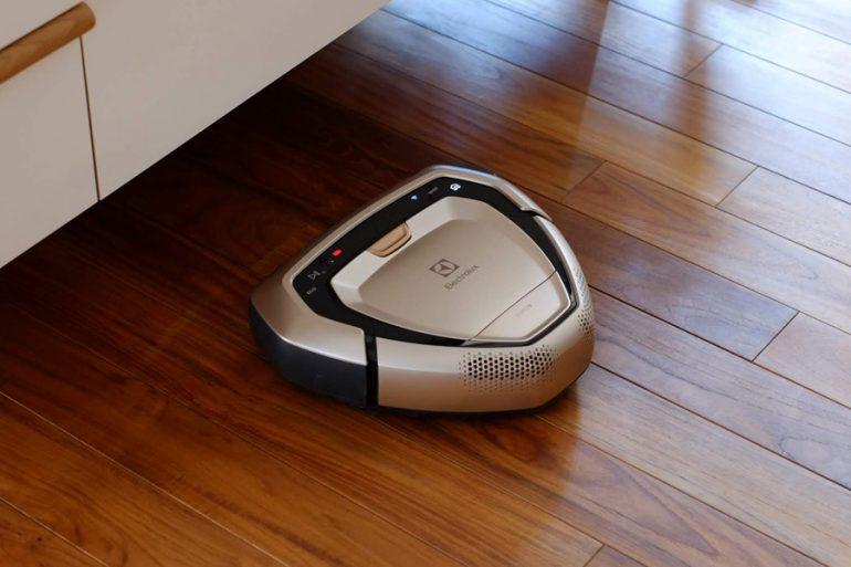 エレクトロラックスのロボット掃除機Purei9-ホーム帰還中